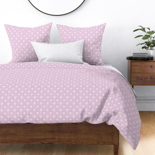 Bees Wreathed in White on Pale Lilac Duvet Cover
